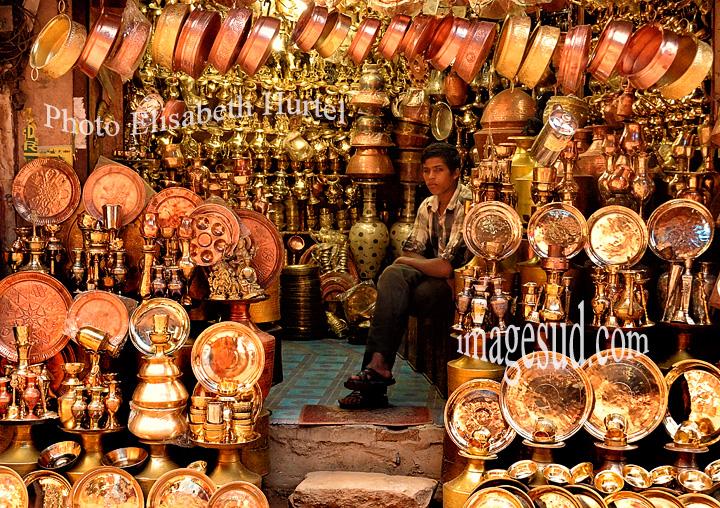 Boutique dans une rue du Vieux Katmandou. Shop in the old Kathmandu in Nepal.