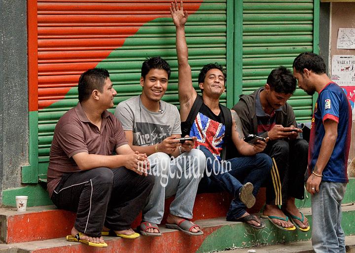 Nepal : les jeunes, la nouvelle vague. Nepal : young people, street scene